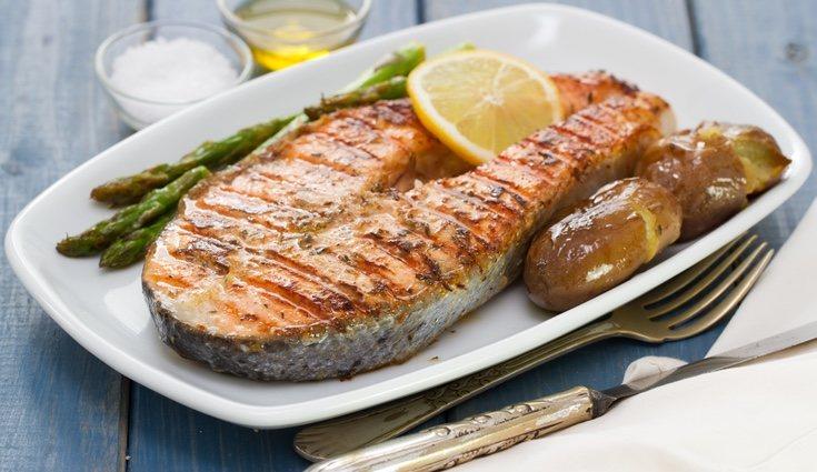 Hay muchas opciones para cocinar este tipo de pescado, una de ellas es al horno