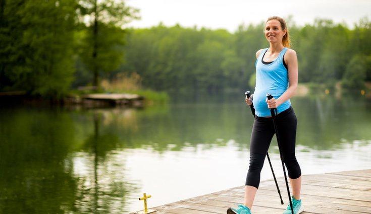 El ejercicio ayuda a evitar el hinchazón en las piernas y tobillos