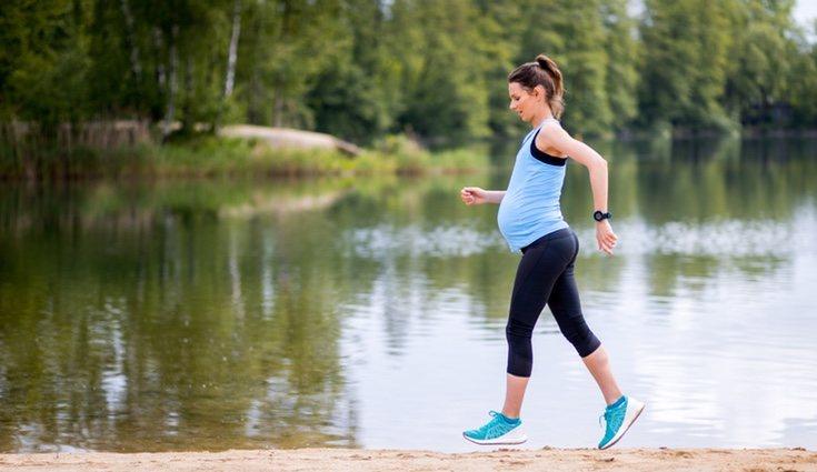 Caminar durante el embarazo disminuye el aumento de peso