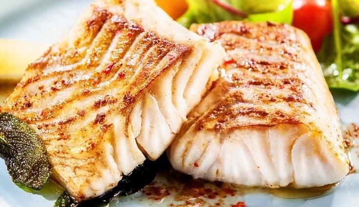 La merluza es buena por contener vitamina B, zinc, hierro y ser poco calórica