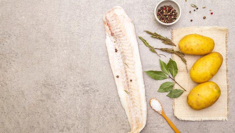 La merluza con calabacín y patata es un plato que requiere una preparación rápida y simple