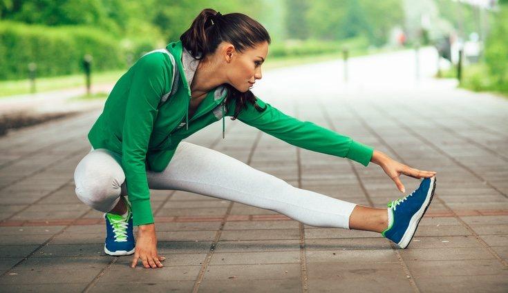 Algunos de los ejercicios de estiramientos son básicos y muy simples