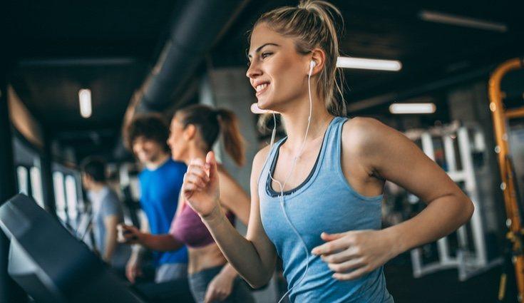 Lo ideal es que practiques los ejercicios sin apenas descansar entre ellos