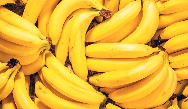 El plátano es la fruta más conocida cuando hablamos de aumentar los niveles de potasio
