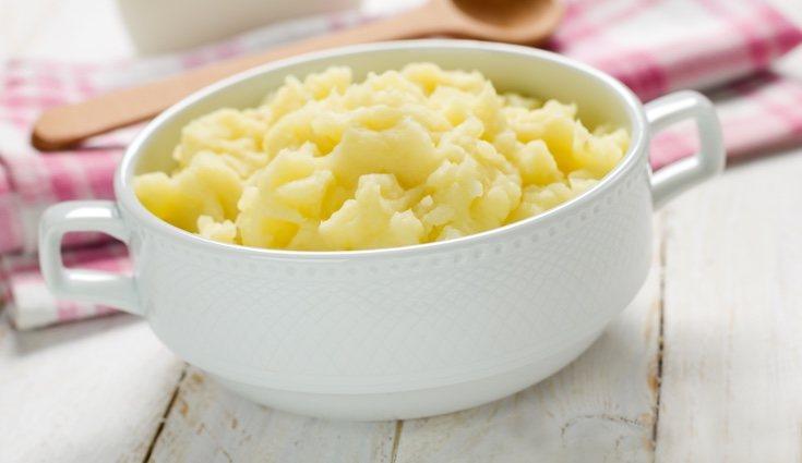 La mejor opción es hacer el puré con leche desnatada o semidesnatada