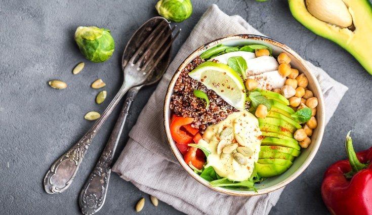 El arroz tiene muchos más carbohidratos que la quinoa