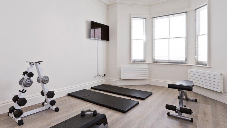 Para crear un gimnasio en casa empieza por los utensilios más básicos, añadiendo más después