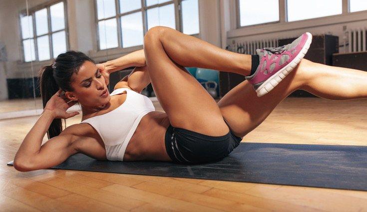 Para finalizar tu entrenamiento, haz abdominales o recurre a las sit ups