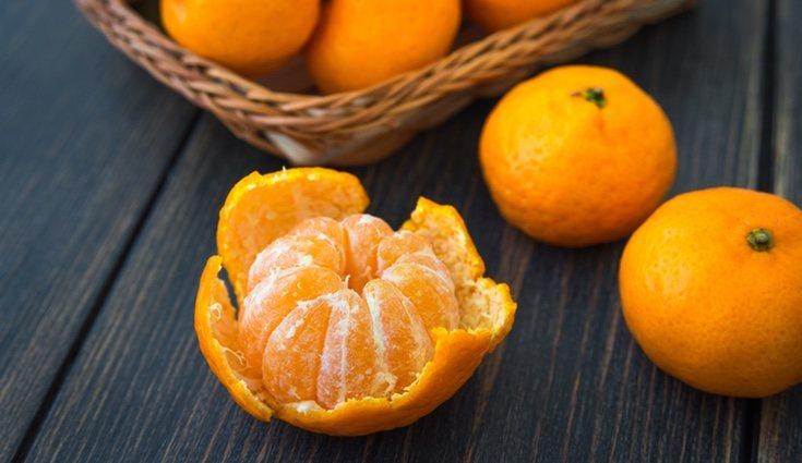 Las frutas que debemos evitar por la noche son los cítricos, como las mandarinas y las naranjas
