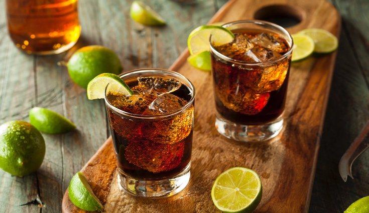 La ginebra, el whiskey y el vozka tienen alto contenido calórico