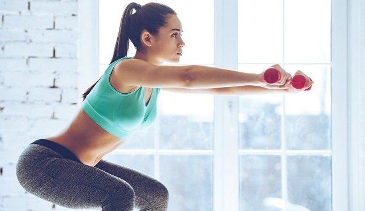 Si añades peso a los ejercicios de sentadillas serán más eficaces