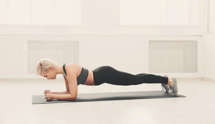 La plancha: has de aguantar 60 segundos en esta posición