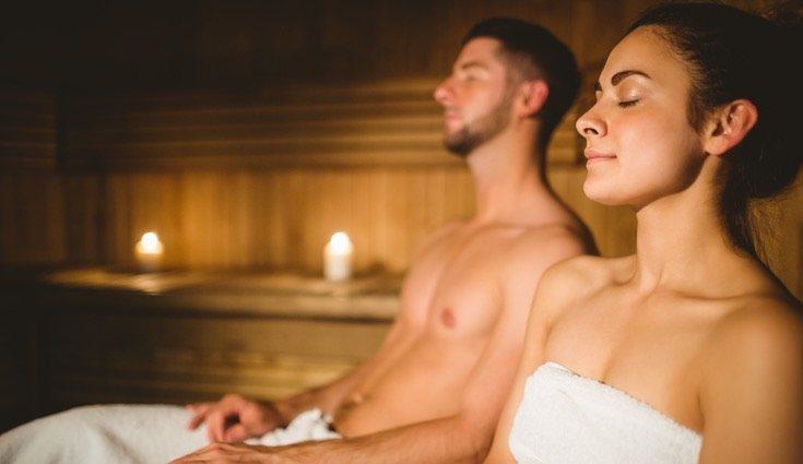 La relajación es uno de los grandes beneficios de la sauna