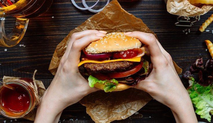 Durante la dieta depurativa hay que eliminar los excesos de grasas