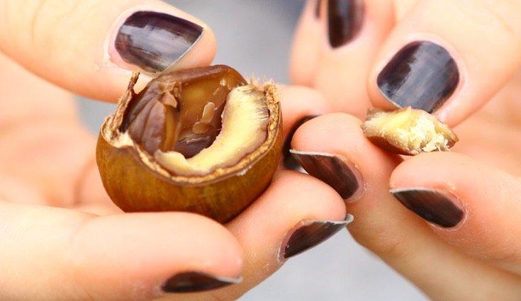 Consúmelas a medida que las vas pelando, y evita comerlas crudas