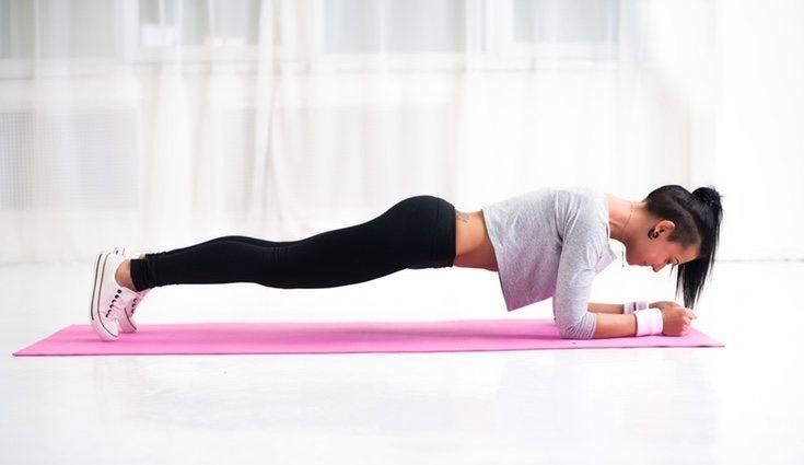 La plancha también es una buena posición para los hipopresivos