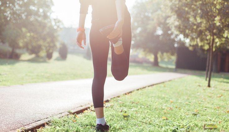 Para evitar lesiones es necesario realizar unos estiramientos antes de empezar a correr