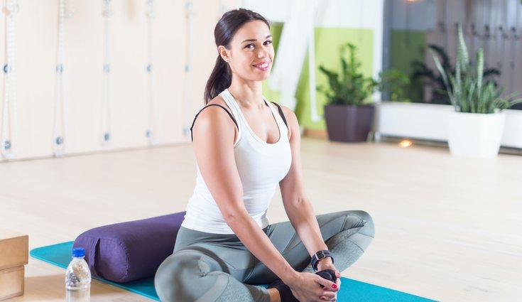 Cuando se realiza el ejercicio hay que mantener la espalda recta