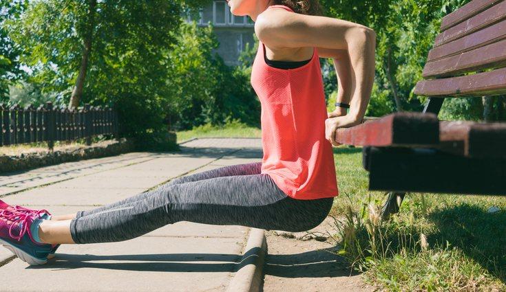 Algunos ejercicios se pueden hacer simplemente con nuestro peso