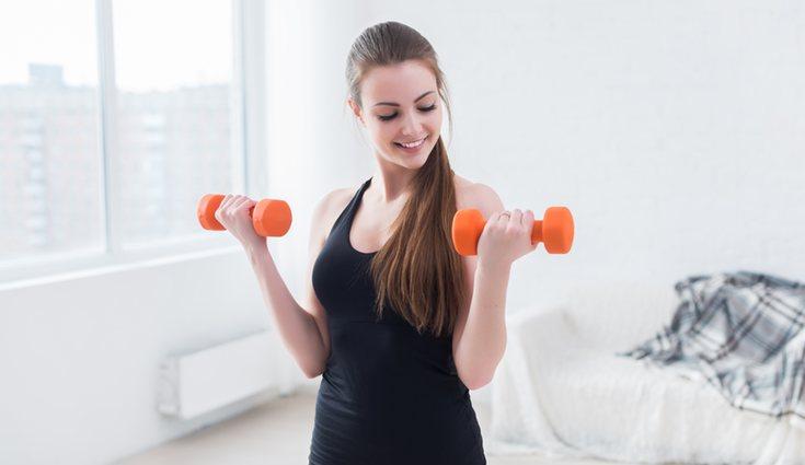 Los ejercicios con mancuernas hay que realizarlos con el peso adecuado
