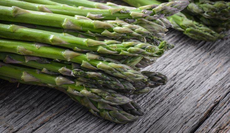 Rica en vitaminas y en hierro, el espárrago es una de las verduras más inflavaloradas