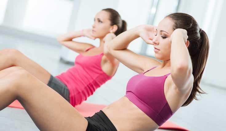 Hay que hacer ejercicios de abdomen, pero también cardio para perder grasa