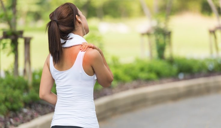 Antes de realizar un ejercicios para hombros lesionados es fundamental acudir a un especialista