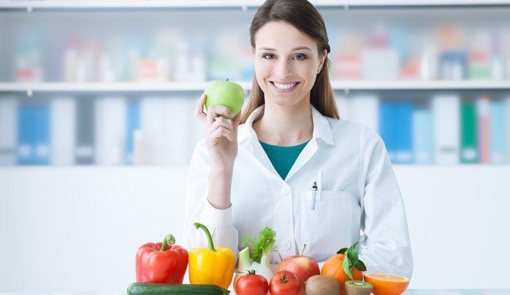 Acudir a un especialista antes de iniciar nuestra dieta para poder llevar un control