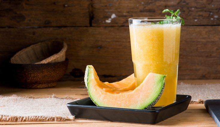 El melón lo podemos tomar como un batido refrescante con leche de avena