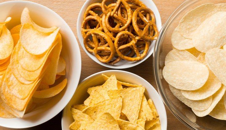 Las patatas fritas y los snacks se encuentran entre los alimentos con calorías vacías