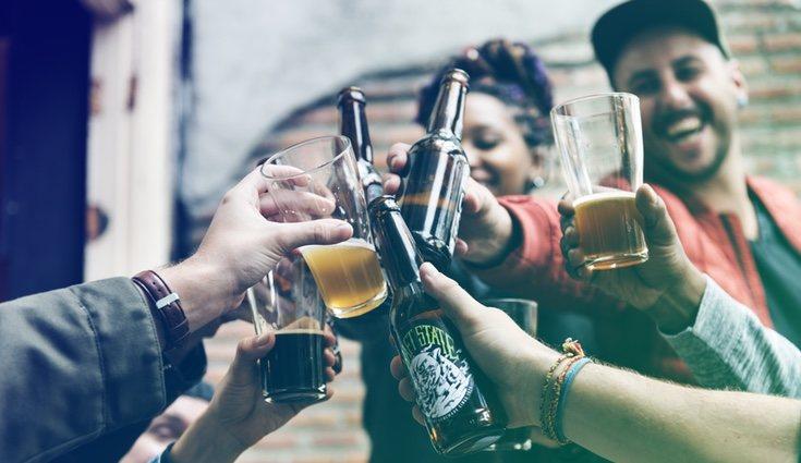 El consumo de bebias alcohólicas contienen calorías vacías