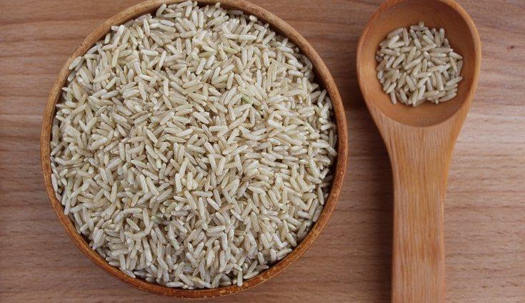 El arroz integral es perfecto para combinar con verduras