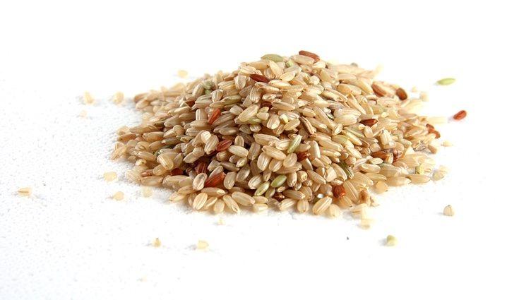 El arroz integral y el arroz blanco tienen casi las mismas calorías