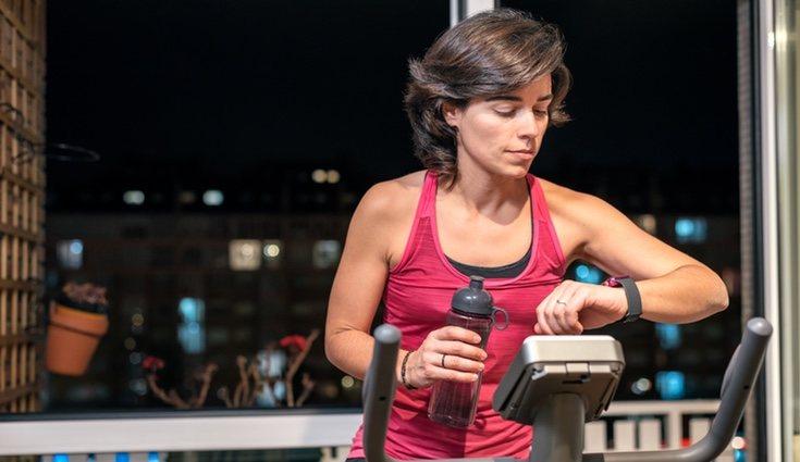 La bicicleta estática es ideal para perder peso y ganar masa muscular