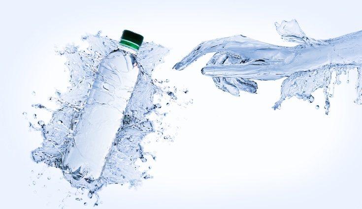 El agua con gas da sensación de hinchazón pero no engorda