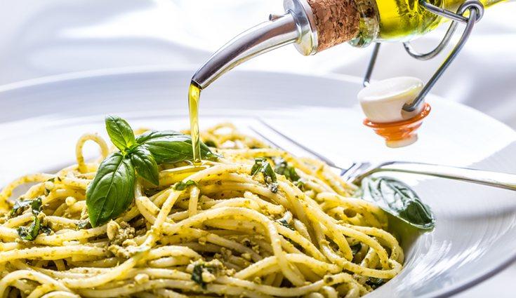 El aceite de oliva es de los alimentos que más Omega 3 tiene junto al salmón