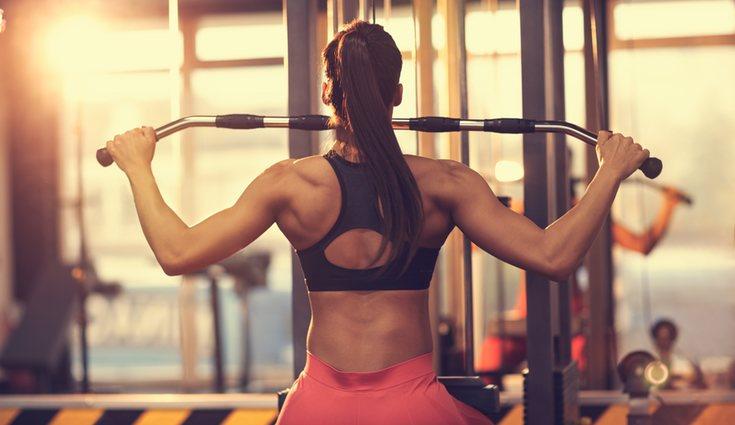 Es importante que los ejercicios estén controlados por un entrenador personal