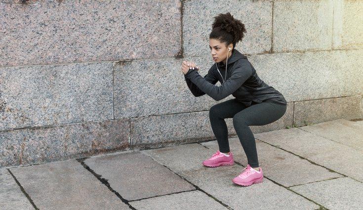 Las sentadillas son uno de los ejercicios clave para adelgazar las piernas