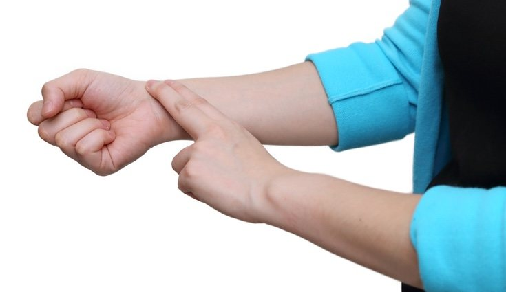 Antes de controlar nuestras pulsaciones cuando hacemos actividad física debemos tomarlas cuando estemos en reposo