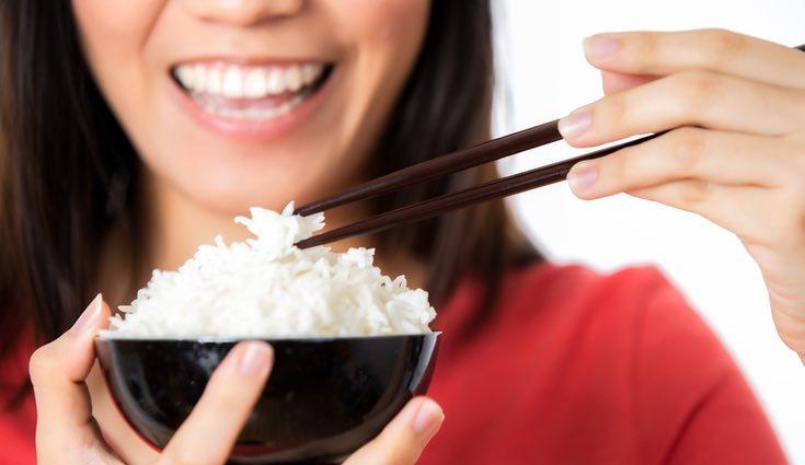 El arroz es una fuente de muchas vitaminas y nutrientes