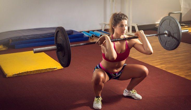 La sentadillas con peso es uno de los ejercicios más eficacez