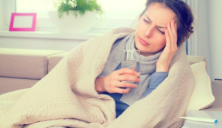 Algunos de los síntomas que indican que tenemos las defensas bajas son la fiebre, los herpes, las náuseas, las diarreas...
