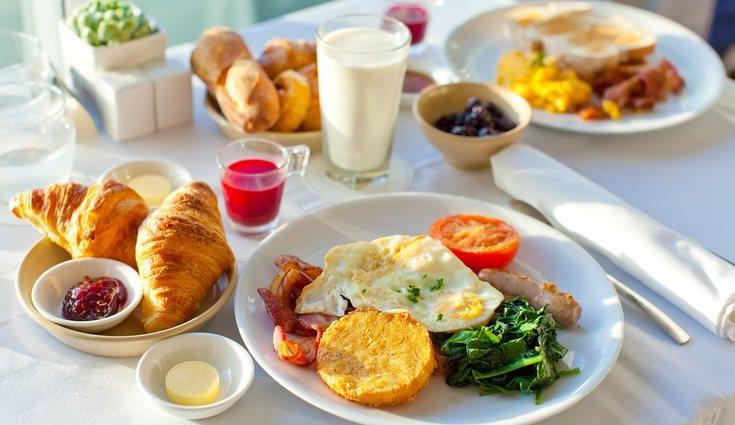 Para que un desayuno sea equilibrado es necesario que contenga grasas, hidratos y proteínas