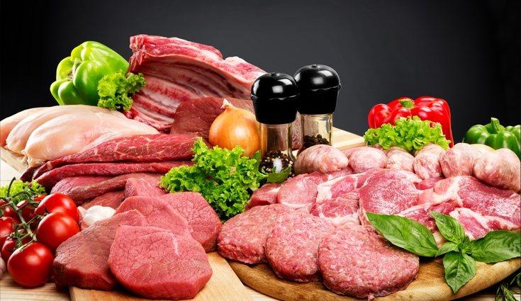 La carne, desde el pollo a la ternera, contiene las vitaminas B6, B8 y D