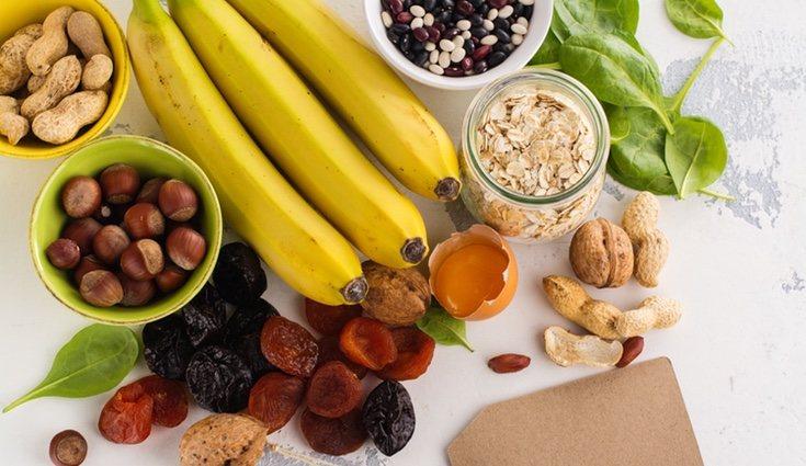 Es recomendable tomar mucho potasio y mantener una dieta rica en verduras