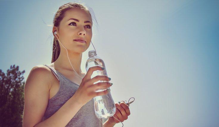 Beber agua es fundamental para el buen funcionamiento de nuestro cuerpo