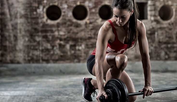 Este ejercicio combina distintos movimientos y esfuerzos corporales