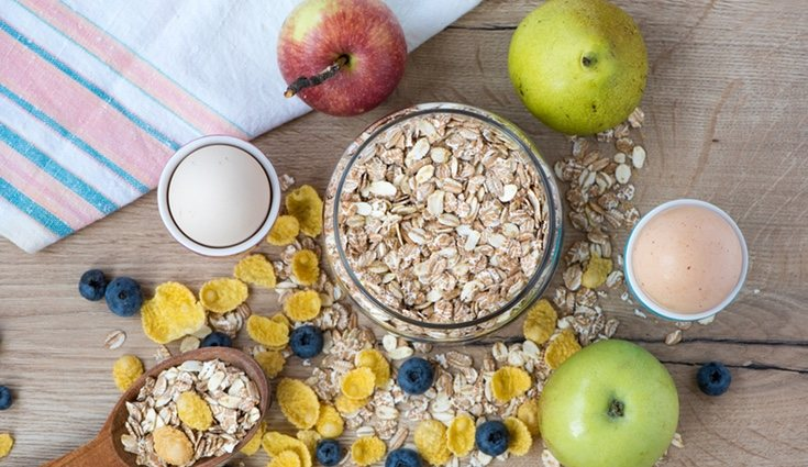 Existen algunos alimentos con alta dosis en fibra que se recomienda comer por las noches