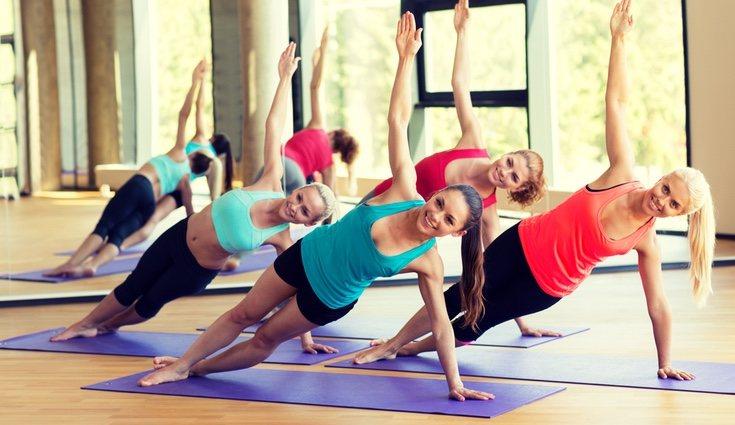Postura de Body Balance destinada a estirar la espalda