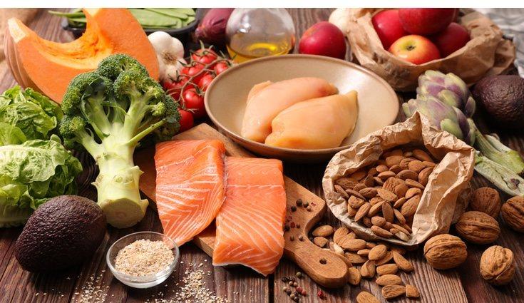 La dieta cetogénica busca aumentar la ingesta de grasas y restringir la de hidratos de carbono